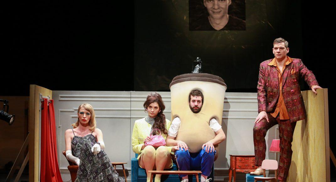 "A. Glovacki: O banalnosti ljubavi, kritika predstave ""Kišne kapi na vrelom kamenju"""
